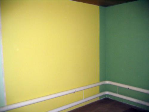 2007 сочетание различных цветов и фактур в жилой комнате